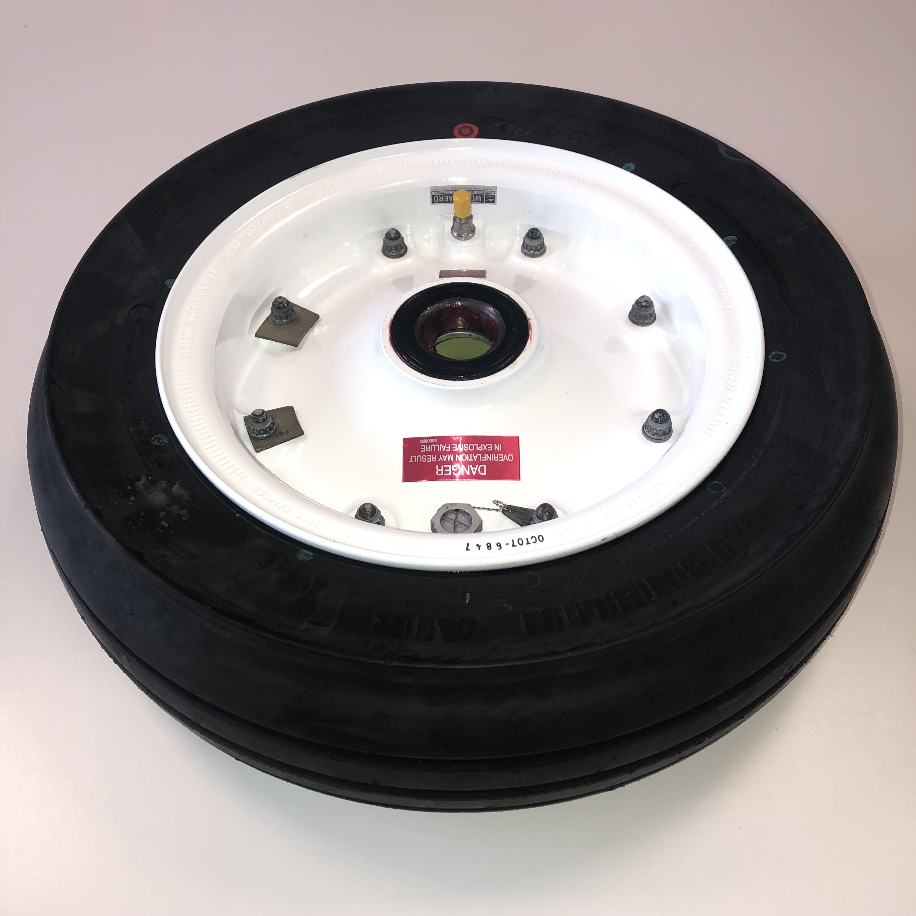 5010598 1ab Bombardier Challenger 800 850 wheel