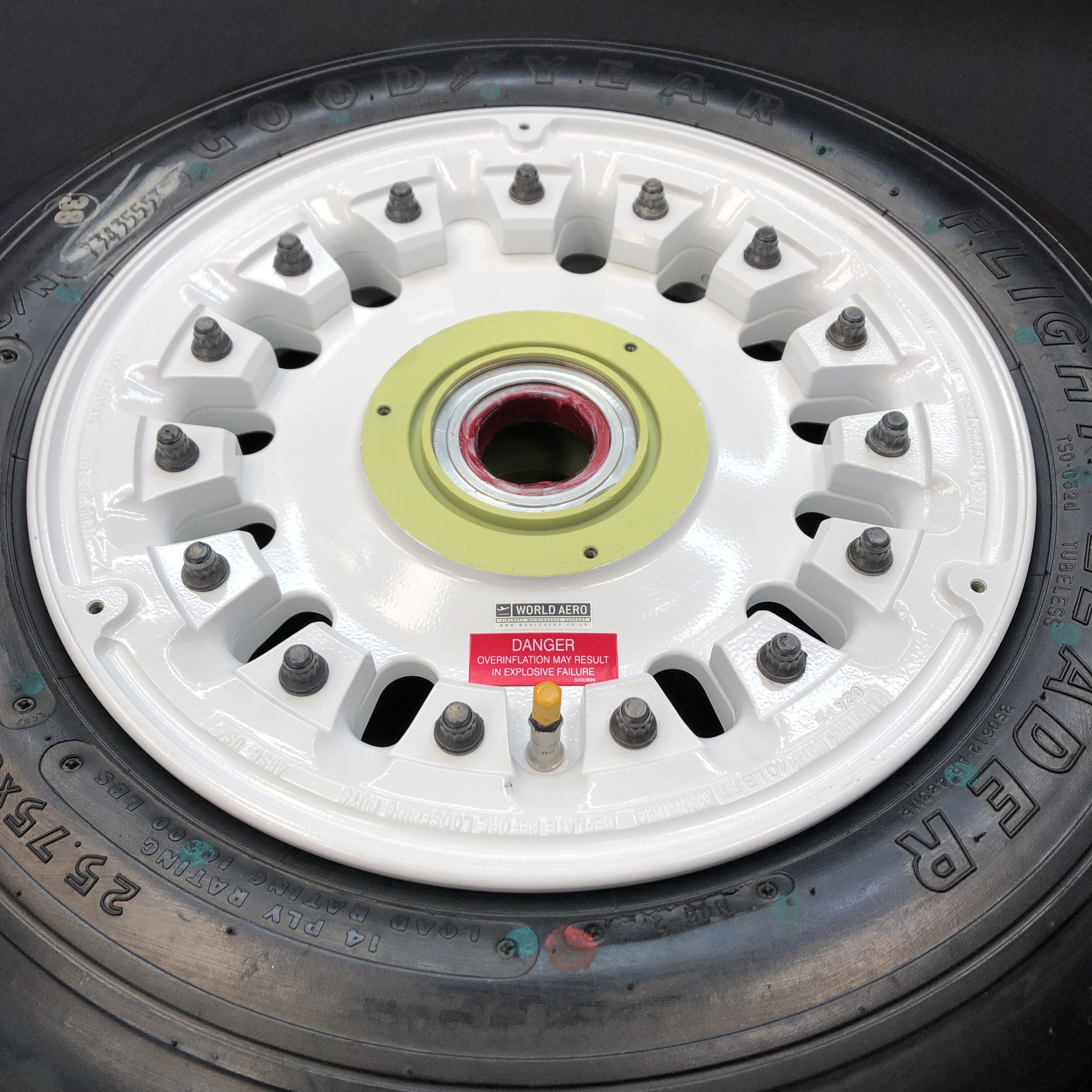 5009029-1 Challenger 601 wheel