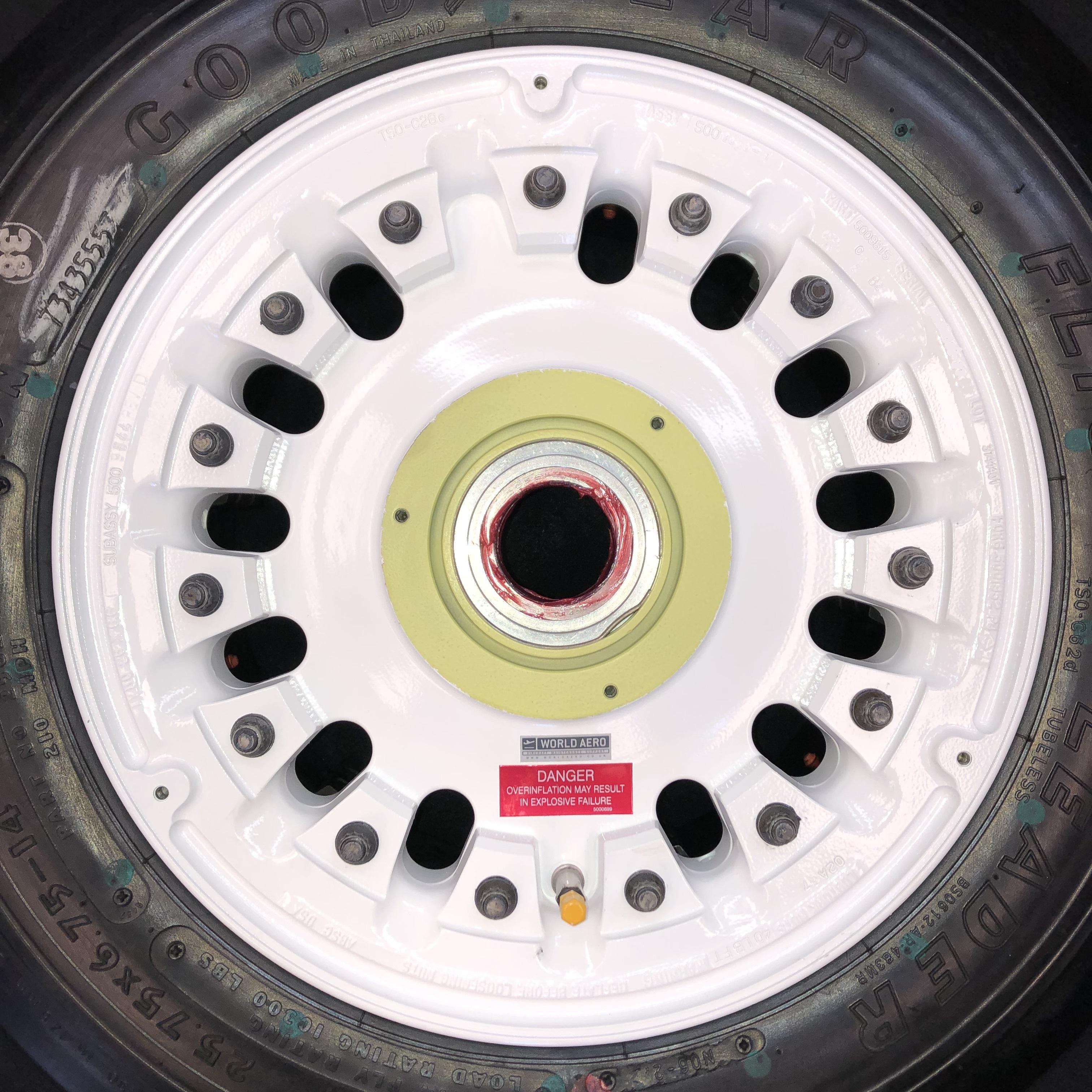 600-85123-15 Challenger 601 wheel