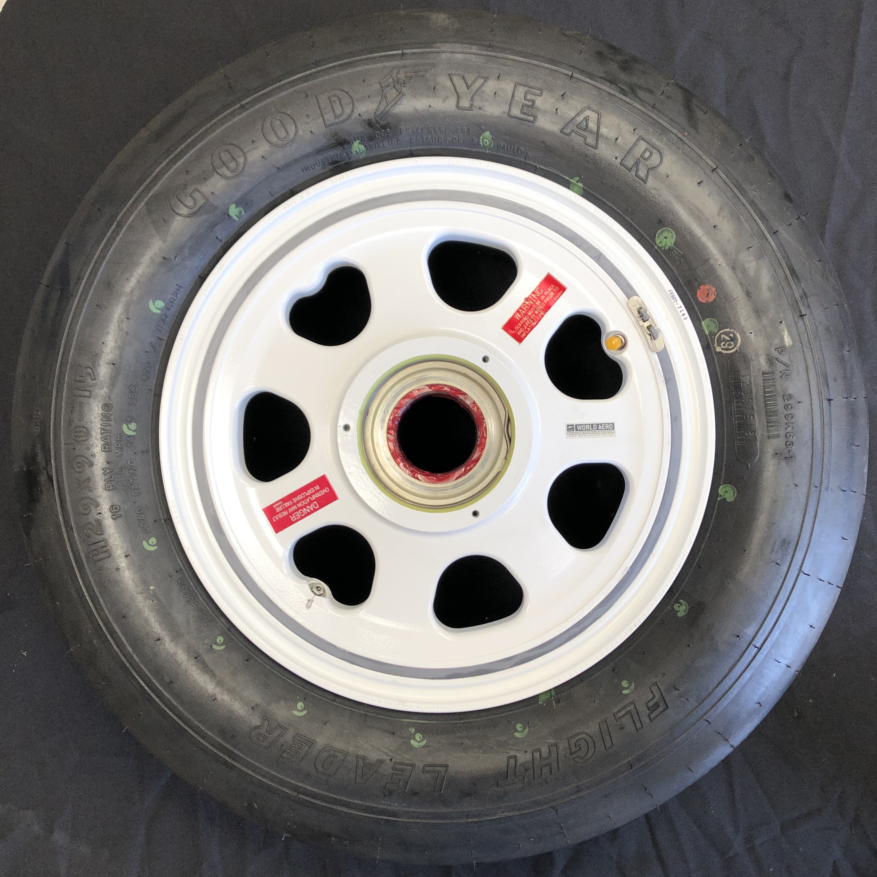 601R-85123-3 Bombardier Challenger 800 850 wheel