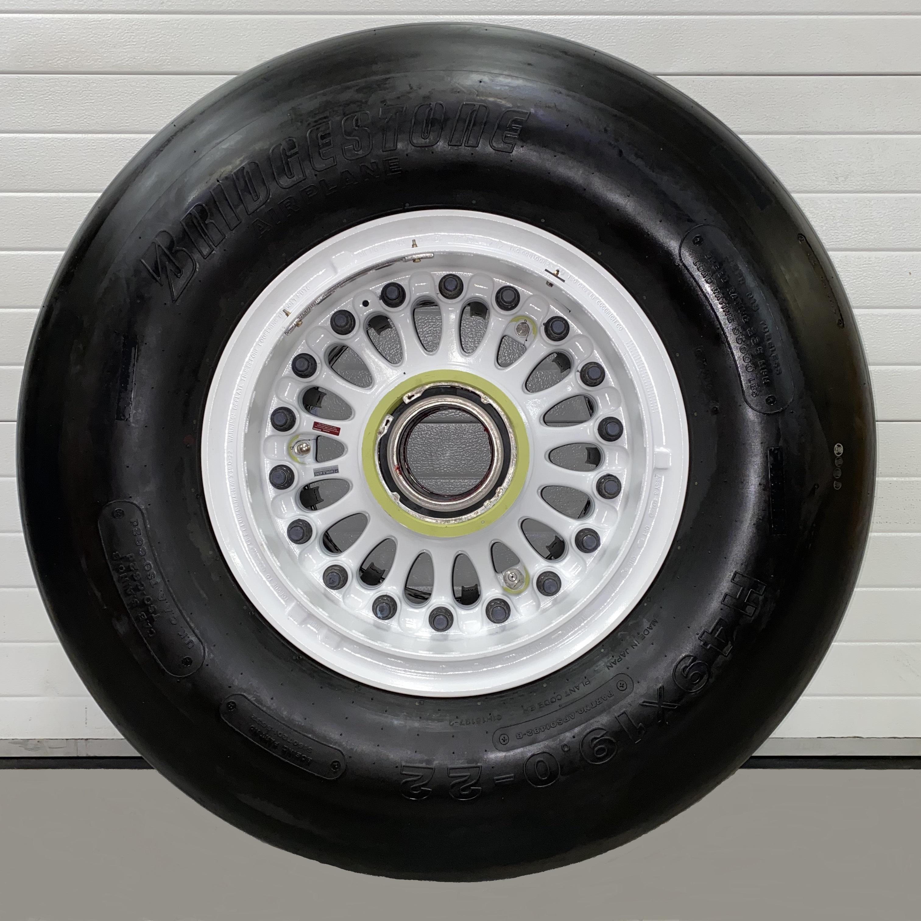 168U0100-52 Boeing 747-400 wheel & tire
