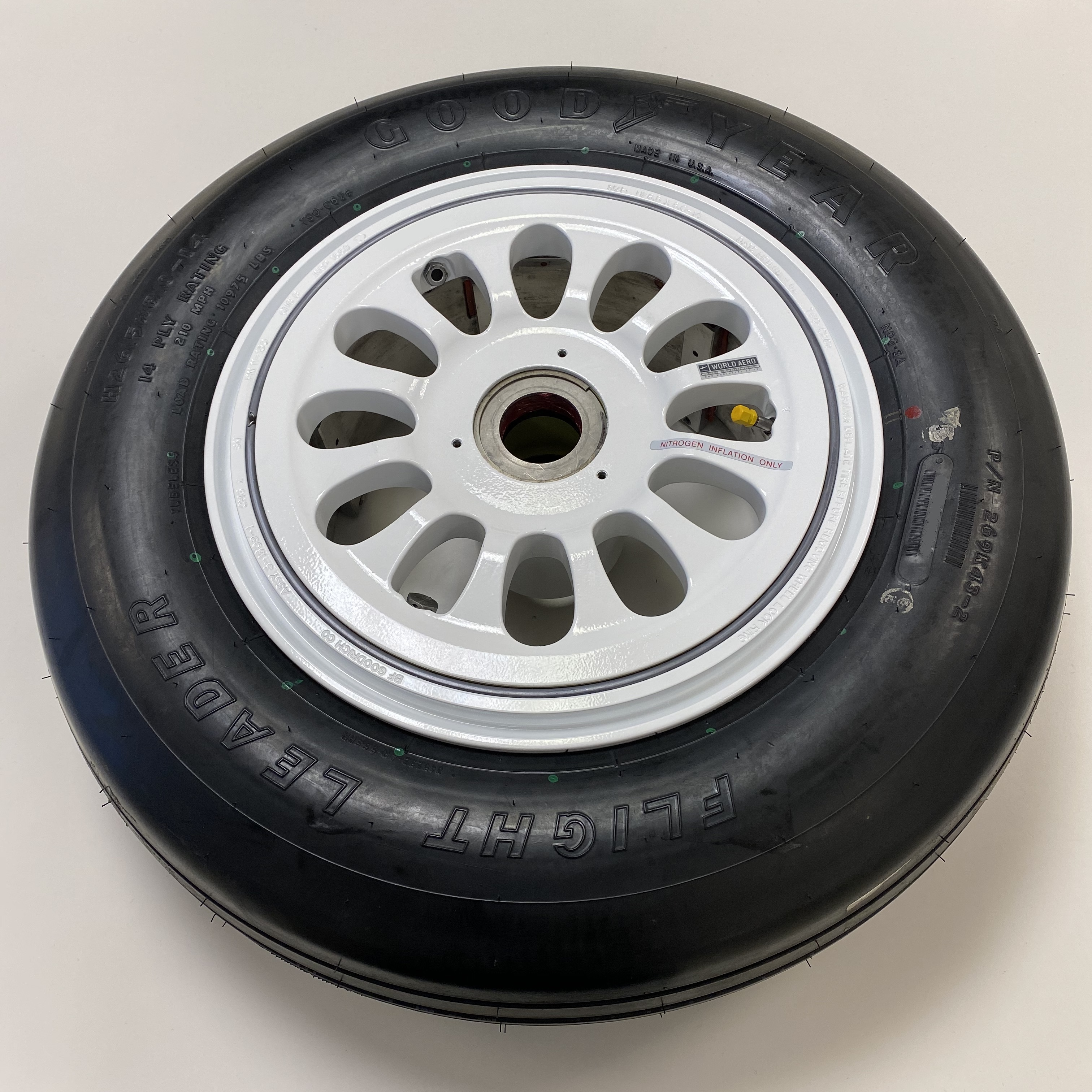 415-133-2 Bombardier Challenger 300 & 350 main wheel and tyre